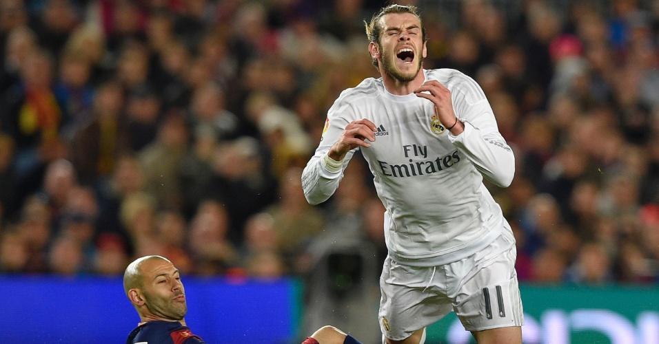 Bale grita ao sofrer falta de Mascherano no clássico entre Real Madrid e Barcelona, pelo Campeonato Espanhol