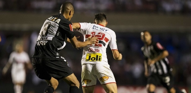 Capitão atleticano não quer deixar a bola sequer chegar ao artilheiro do São Paulo