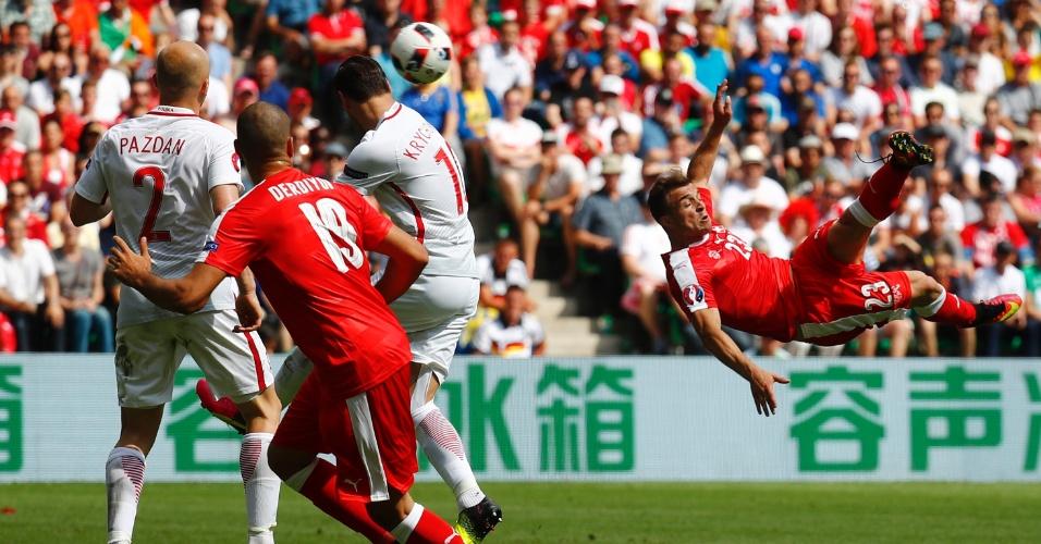 Shaqiri pulou alto para empatar o jogo de voleio