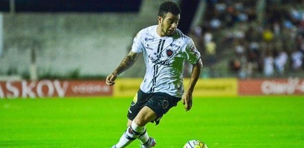 Carlinhos, do Botafogo-PB, aposta em estudar o Palmeiras