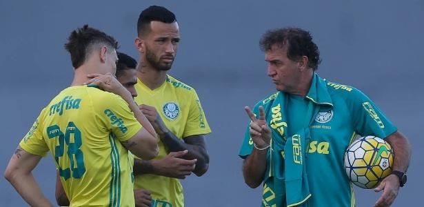 Cuca quer manter a liderança do Campeonato Brasileiro em duelo difícil com o Cruzeiro