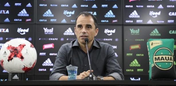 Rodrigo Caetano dá moral aos jogadores da base do Flamengo