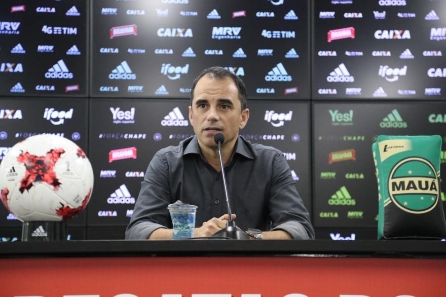 Rodrigo Caetano, diretor executivo de futebol do Flamengo, concede entrevista no CT