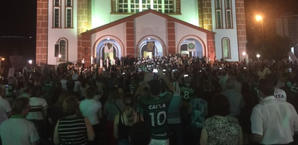 Missa foi celebrada do lado de fora da Igreja Matriz de Chapecó