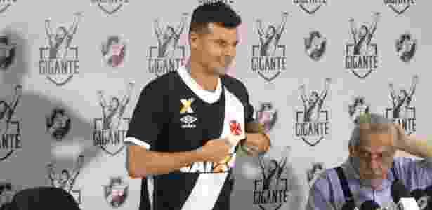 Meia Wagner foi contratado pelo Vasco para esta temporada: ele tem 32 anos - Bruno Braz/UOL