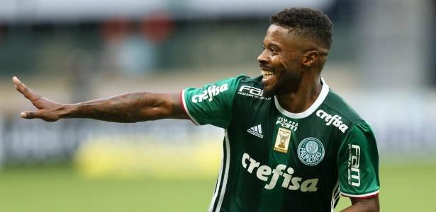 Michel Bastos comemora gol do Palmeiras contra a Ferroviária