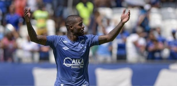 Zagueiro Dedé, do Cruzeiro, chega à marca de 100 jogos pelo clube