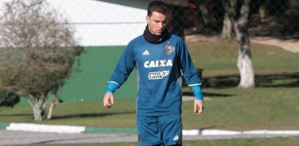 Alexander Baumjohann em ação durante treino do Coritiba