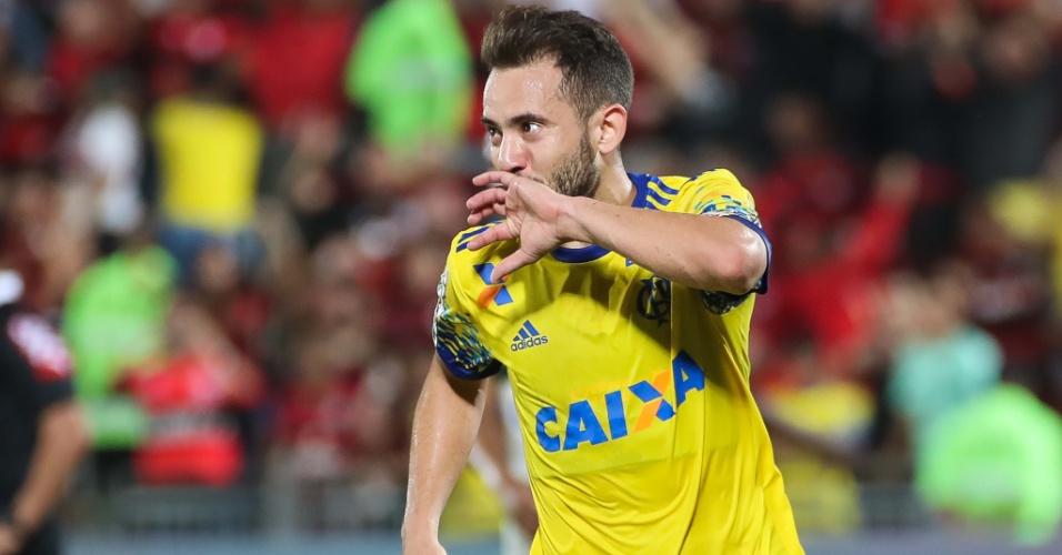 Everton Ribeiro comemora gol pelo Flamengo contra o Coritiba