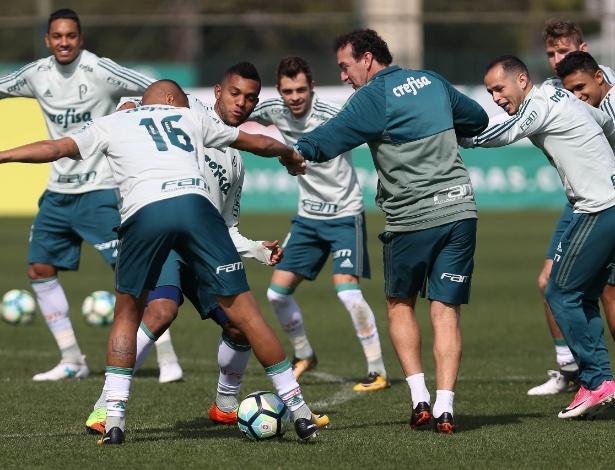 Cuca tenta reerguer os ânimos palmeirenses após queda na Libertadores