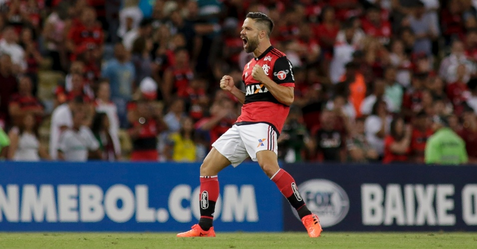 Diego comemora gol do Flamengo sobre o Fluminense