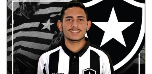 Leandro Carvalho é o primeiro reforço oficial do Botafogo para a temporada 2018