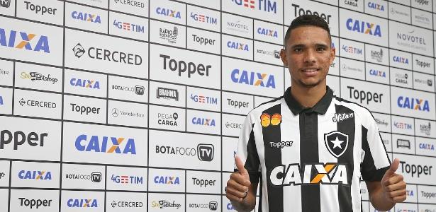 Ex-Atlético-GO, atacante Luiz Fernando é apresentado pelo Botafogo
