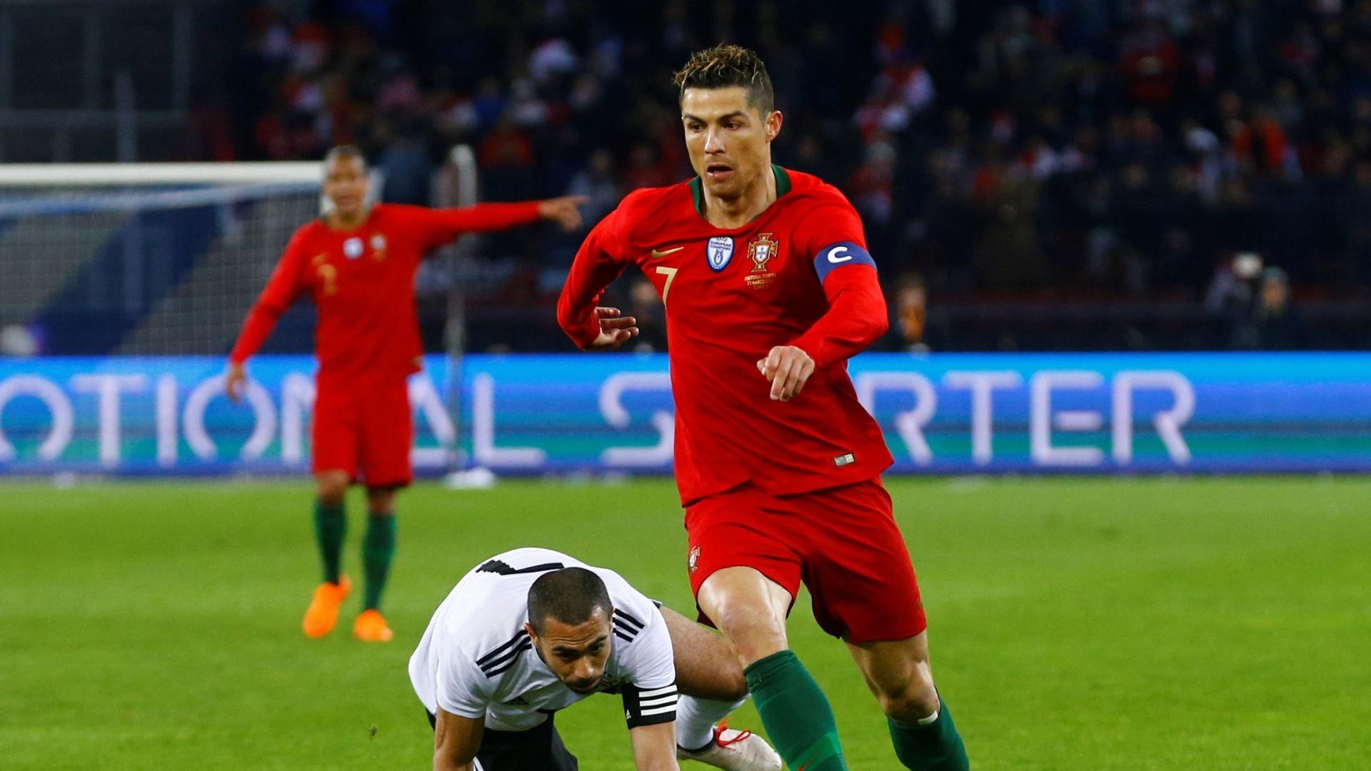 Cristiano Ronaldo foi humilhado por Mourinho na frente dos jogadores ... aa744c7187248