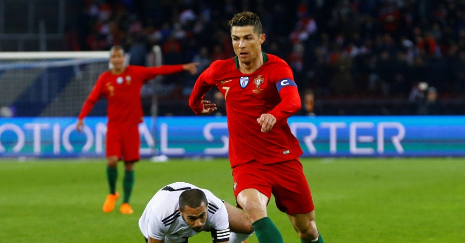 O português Cristiano Ronaldo em ação contra o Egito