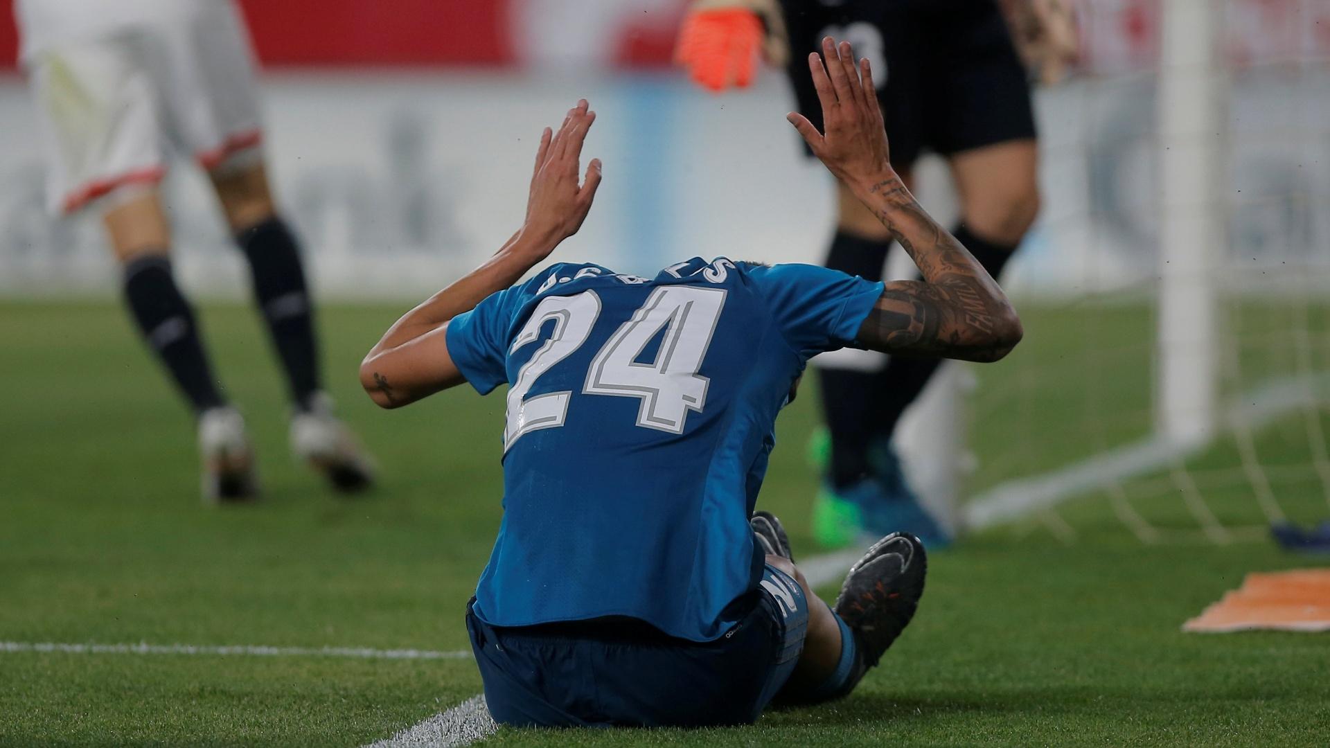 Dani Ceballos reclama durante a partida entre Real Madrid e Sevilla