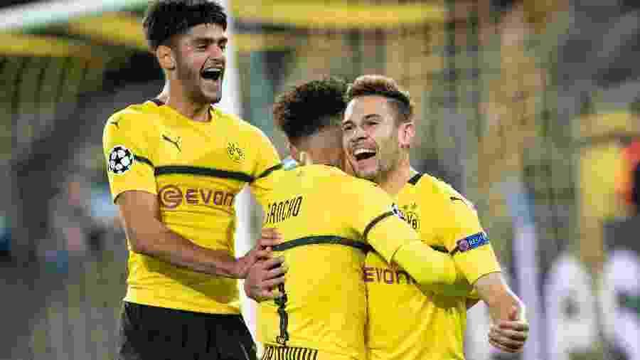 Raphael Guerreiro comemora pelo Dortmund. Jogador está na mira do Barcelona - Bernd Thissen / dpa / AFP
