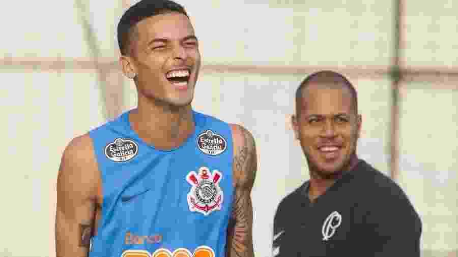 Thiaguinho cai na risada durante treino do Corinthians no CT Joaquim Grava, um dia depois do título paulista de 2019 - Daniel Augusto Jr/Ag. Corinthians