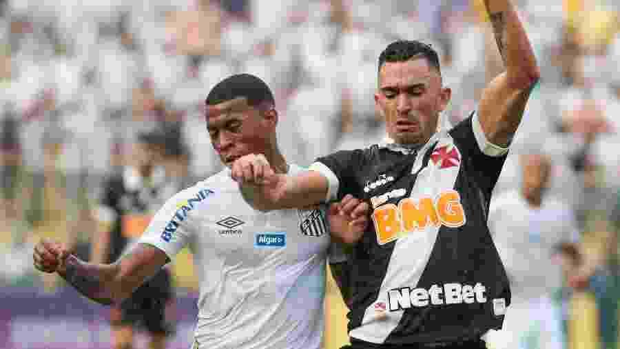Vasco e Santos se enfrentam em São Januário pela 23ª rodada do Campeonato Brasileiro - Marcello Zambrana/AGIF