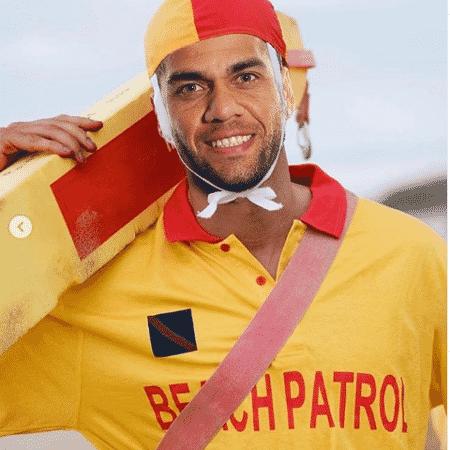 """Dani Alves """"""""vira"""""""" salva-vidas - Reprodução Instagram/ @DaniAlves"""