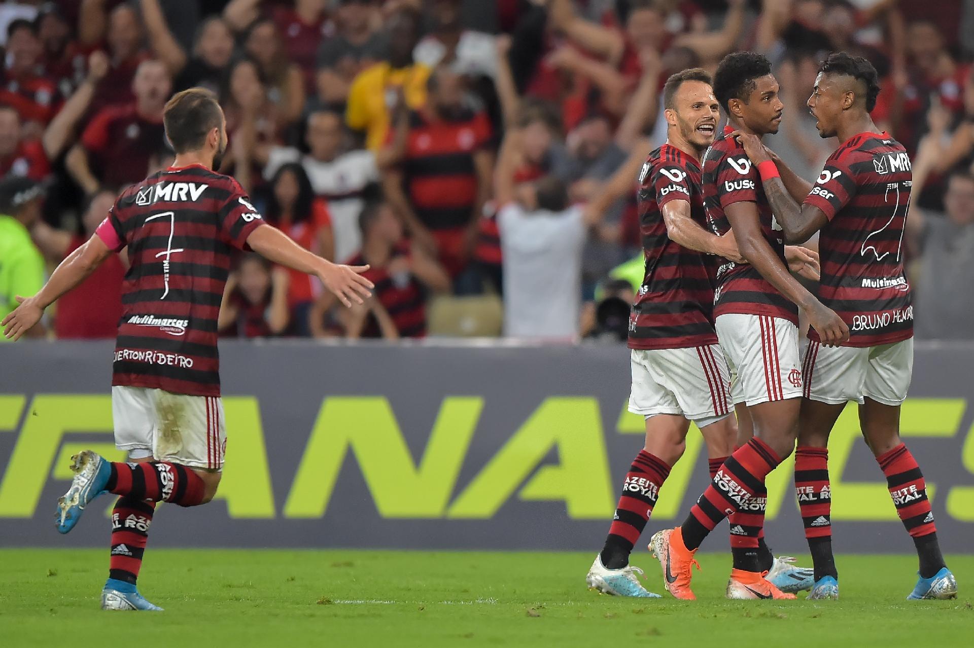 Flamengo Vence O Atletico Mg E Abre Oito Pontos De Vantagem No Brasileiro