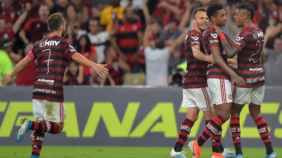 Vitinho comemora gol do Flamengo contra o Atlético-MG - Thiago Ribeiro/AGIF