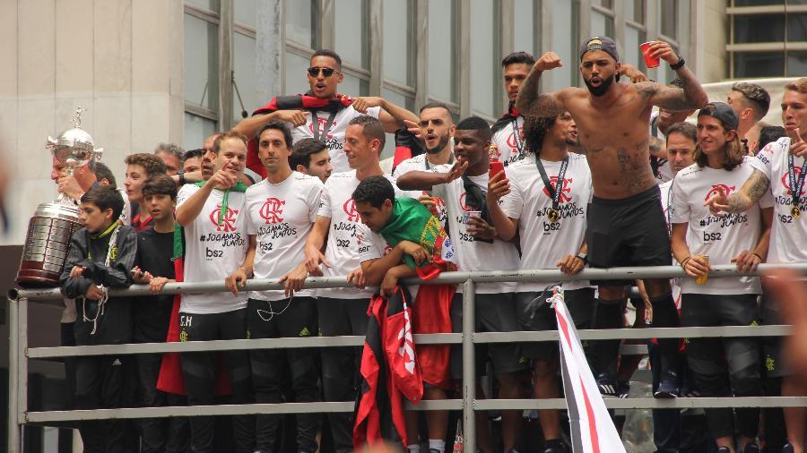 Flamengo fez festa em trio elétrico com o troféu da Libertadores pouco antes de o título brasileiro ser confirmado - FAUSTO MAIA/AGÊNCIA O DIA/ESTADÃO CONTEÚDO