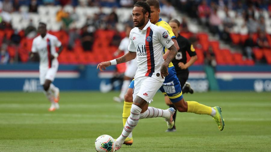 Neymar durante o jogo amistoso entre Paris Saint Germain e Waasland Beveren - Xavier Laine/Getty Images