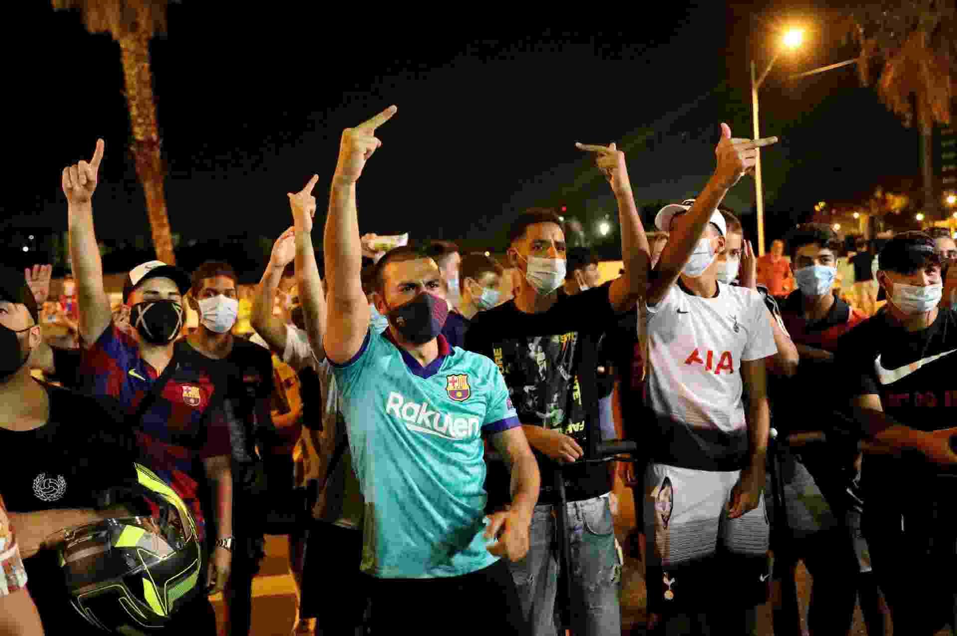 Torcedores do Barcelona protestam no Camp Nou e pedem permanência de Lionel Messi - REUTERS/Nacho Doce