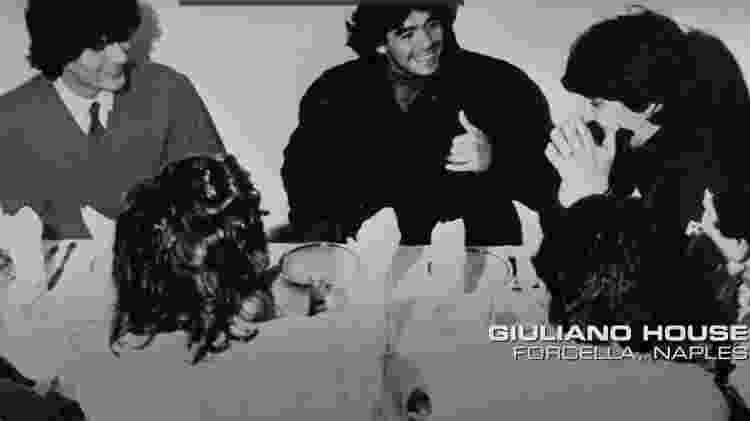 Maradona em jantar na casa da família Giuliano, do clã mafioso Gamorra - Reprodução/documentário Diego Maradona - Reprodução/documentário Diego Maradona