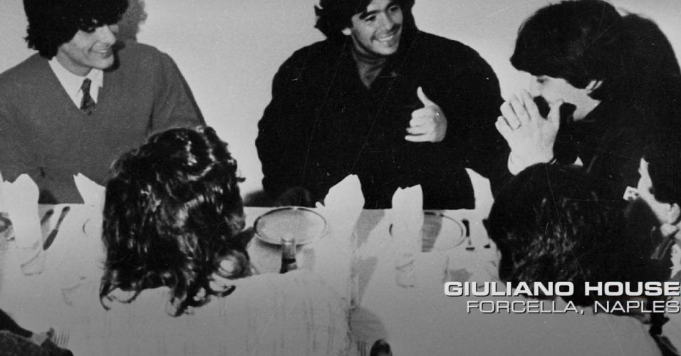 Maradona em jantar na casa da família Giuliano, do clã mafioso Gamorra