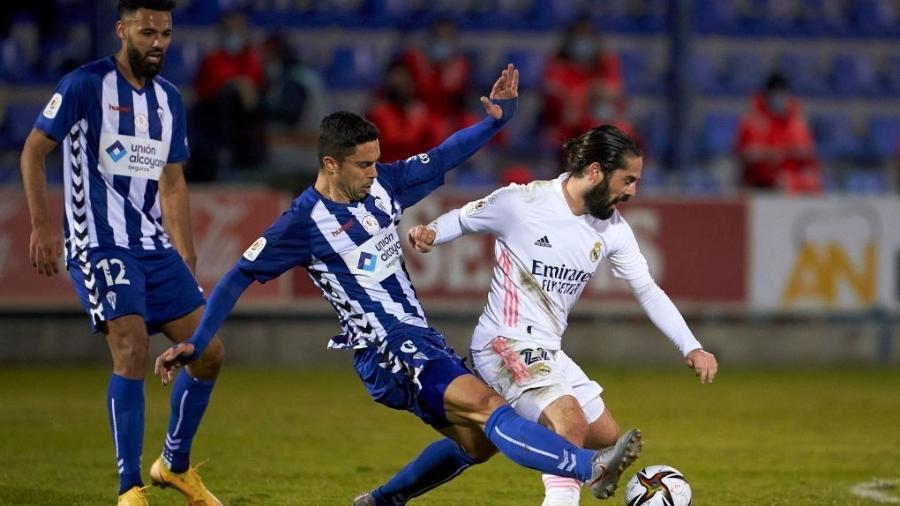 Isco em ação durante a partida entre Alcoyano e Real Madrid, pela Copa do Rei - Getty Images