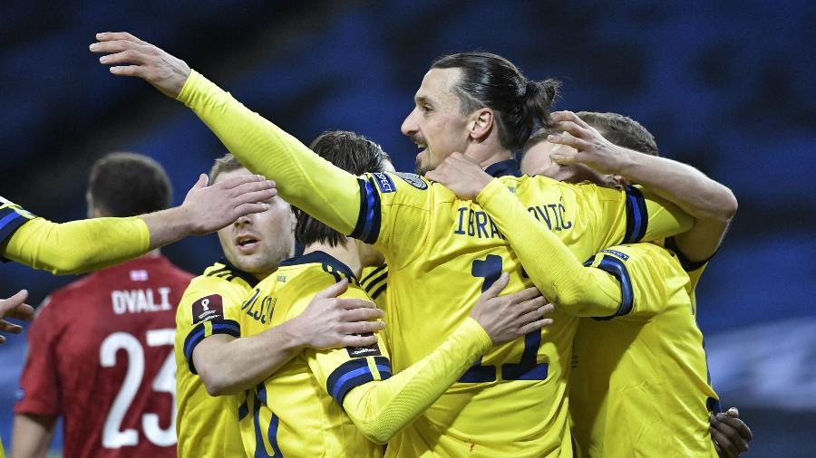 Ibrahimovic comemora uma de suas assistências pela seleção - Janerik HENRIKSSON / TT NEWS AGENCY / AFP