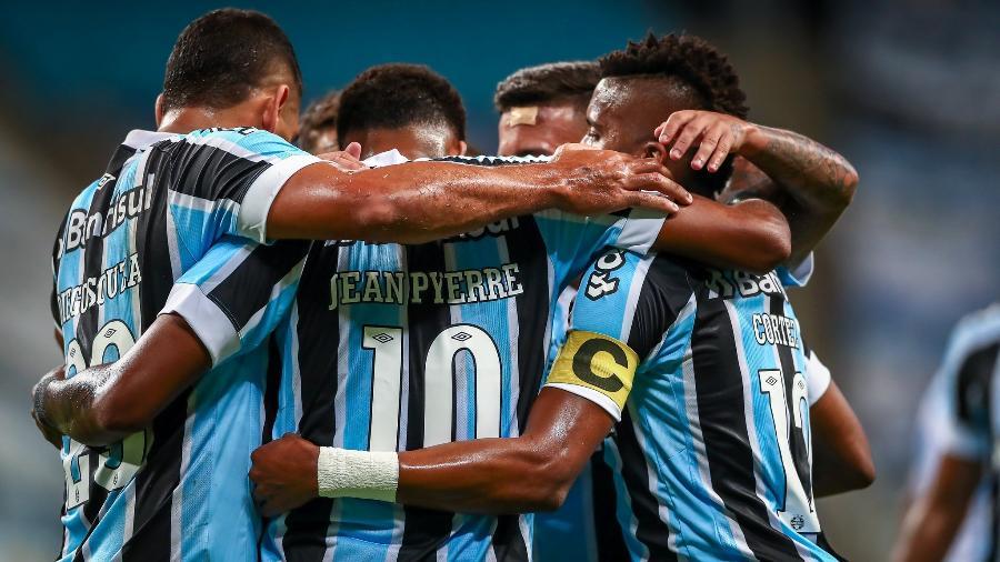 Geromel, Kannemann, Diogo Barbosa e Maicon estão fora do jogo contra La Equidad-COL, hoje (22), em Porto Alegre - Lucas Uebel/Gremio FBPA