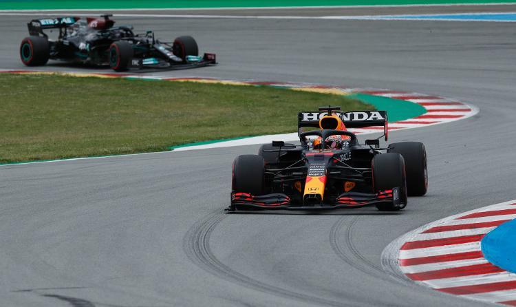 Verstappen Largo na Frente de Lewis Hamilton - Reuters / Albert Gia - Reuters / Albert Gia