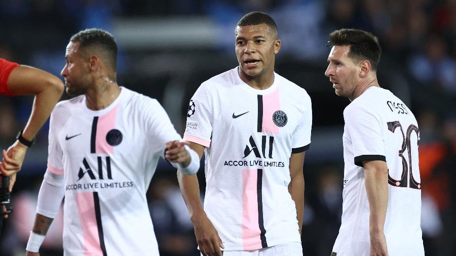 Neymar, Mbappé e Messi em ação, juntos, pelo Paris Saint-Germain em jogo da Liga dos Campeões contra o Brugge - KENZO TRIBOUILLARD / AFP