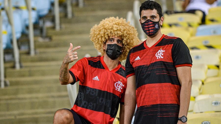 Torcedor do Flamengo usa peruca em homenagem a David Luiz, reforço do clube - Marcelo Cortes / Flamengo