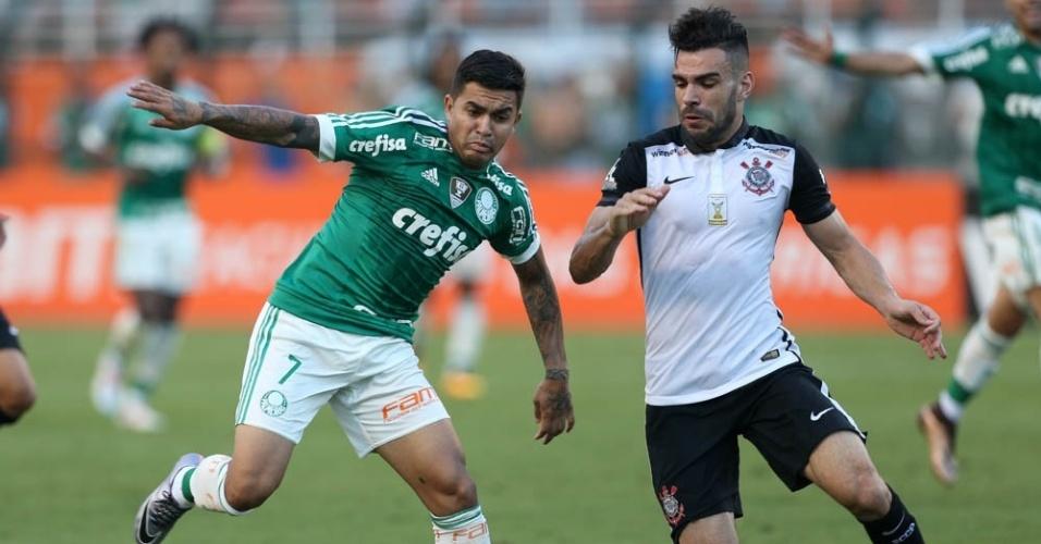 Dudu em ação no clássico Palmeiras e Corinthians disputado no Pacaembu