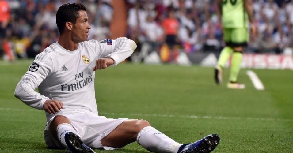 CristianoRonaldo pede falta durante Real x City nas semis da Liga dos Campeões