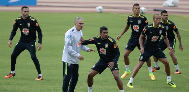 Miranda falou como capitão da seleção após treino preparatório para o jogo contra o Equador