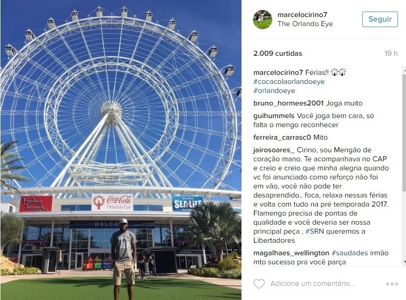 Marcelo Cirino registra suas férias em Orlando, nos Estados Unidos