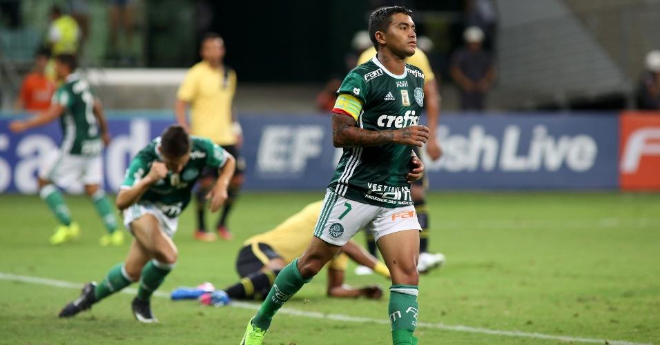 Dudu marca para o Palmeiras, mas não comemora o gol contra o São Bernardo
