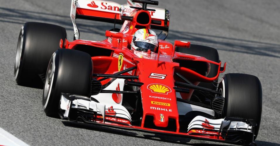 Sebastian Vettel, da Ferrari, participa dos testes