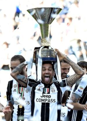 Brasileiro levanta o troféu do Italiano, título conquistado neste domingo