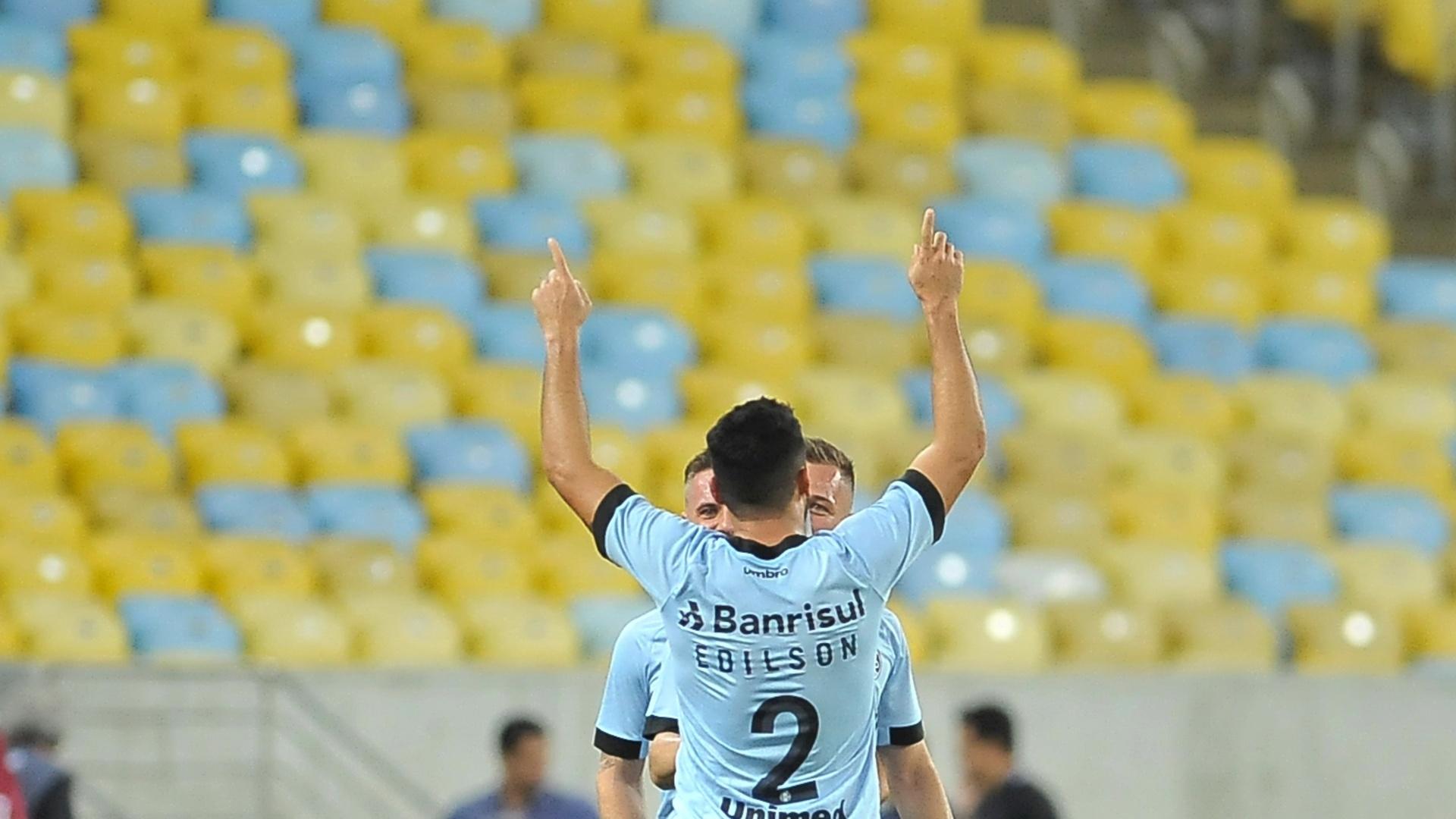 Edílson comemora gol do Grêmio diante do Fluminense pelo Campeonato Brasileiro 2017
