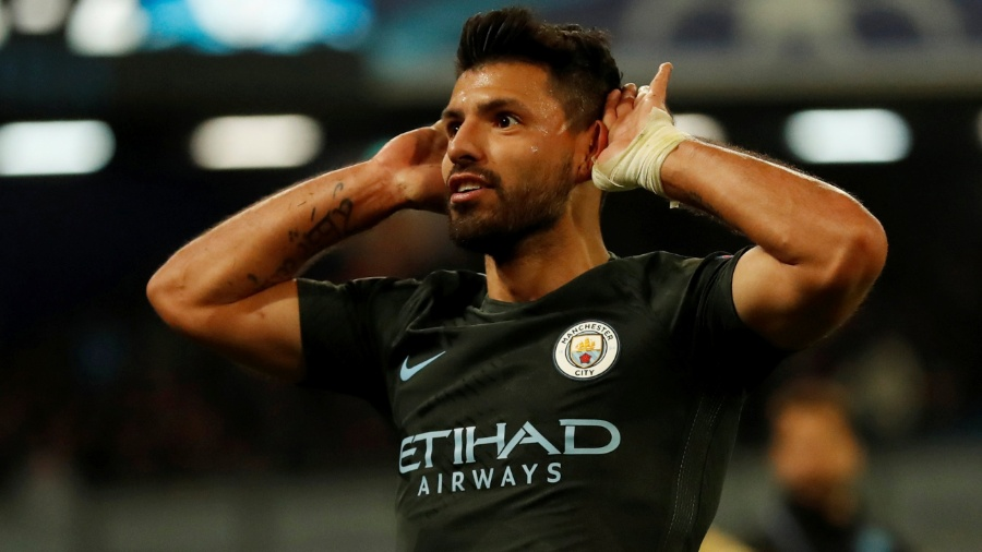 Agüero comemora gol marcado pelo Manchester City contra o Napoli - Andrew Boyers/Reuters