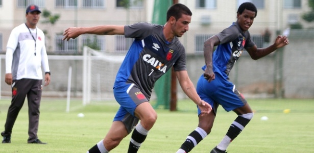 Novo reforço, Thiago Galhardo (e) já participa de pré-temporada do Vasco