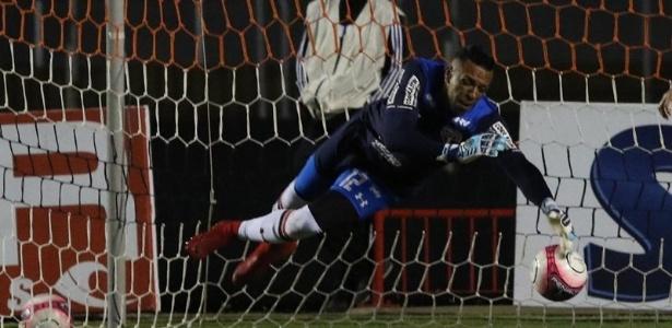 Sidão fez duas defesas difíceis para salvar o São Paulo contra o Bragantino