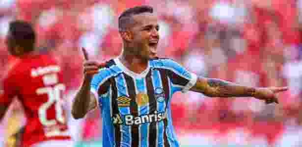O atacante Luan comemora o segundo gol anotado no Gre-Nal, no Beira-Rio - LUCAS UEBEL/GREMIO FBPA - LUCAS UEBEL/GREMIO FBPA