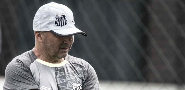 Técnico argentino está incomodado com a ausência de reforços e qualidade do elenco - Ivan Storti/SantosFC